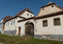 Eines der liebevoll restaurierten Bauernhöfe von Deutsch-Weißkirch