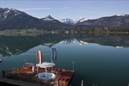 Blick von Seeterrasse auf den Wolfgangsee und die umliegende Bergwelt