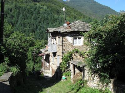 Ein altes Haus im Dorf Kosovo in Bulgarien