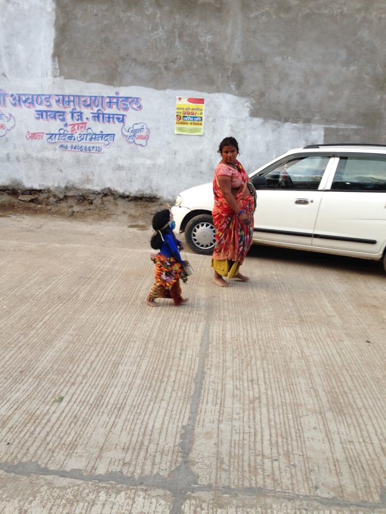 Da war doch tasächlich ein kleiner Junge als Gott Krishna verkleidet