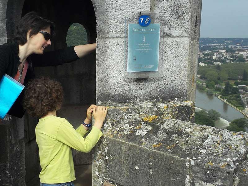 Hoch über dem Fluss Doubs thronen die alten Mauern der Zitadelle von Besancon