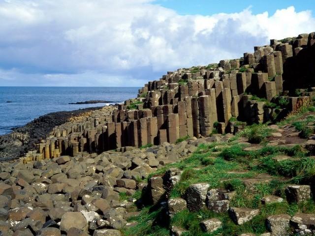 Ein riesiger Teppich aus Basaltsäulen, die an Orgelpfeifen erinnern. Der Giant's Causeway wurde von der UNESCO zum Welterbe erklärt